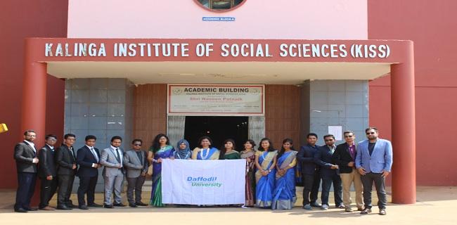 ভারতের কিস পরিদর্শনে ড্যাফোডিল বিশ্ববিদ্যালয়ের স্বেচছাসেবী দল