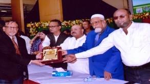 ড্যাফোডিলের উপ-উপাচার্য পেলেন 'মহাত্মা গান্ধী রত্ন' পুরস্কার
